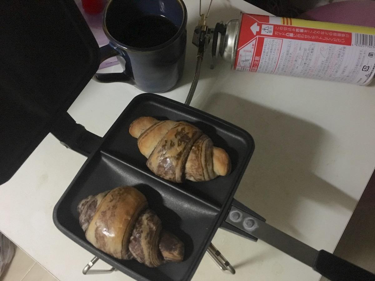 買ってきたパンをホットサンドして美味しさアップ!