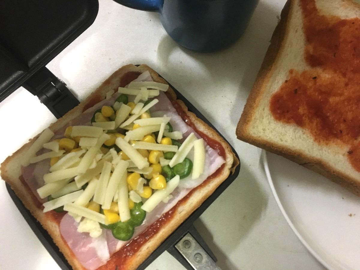 ピザトースト風ホットサンド